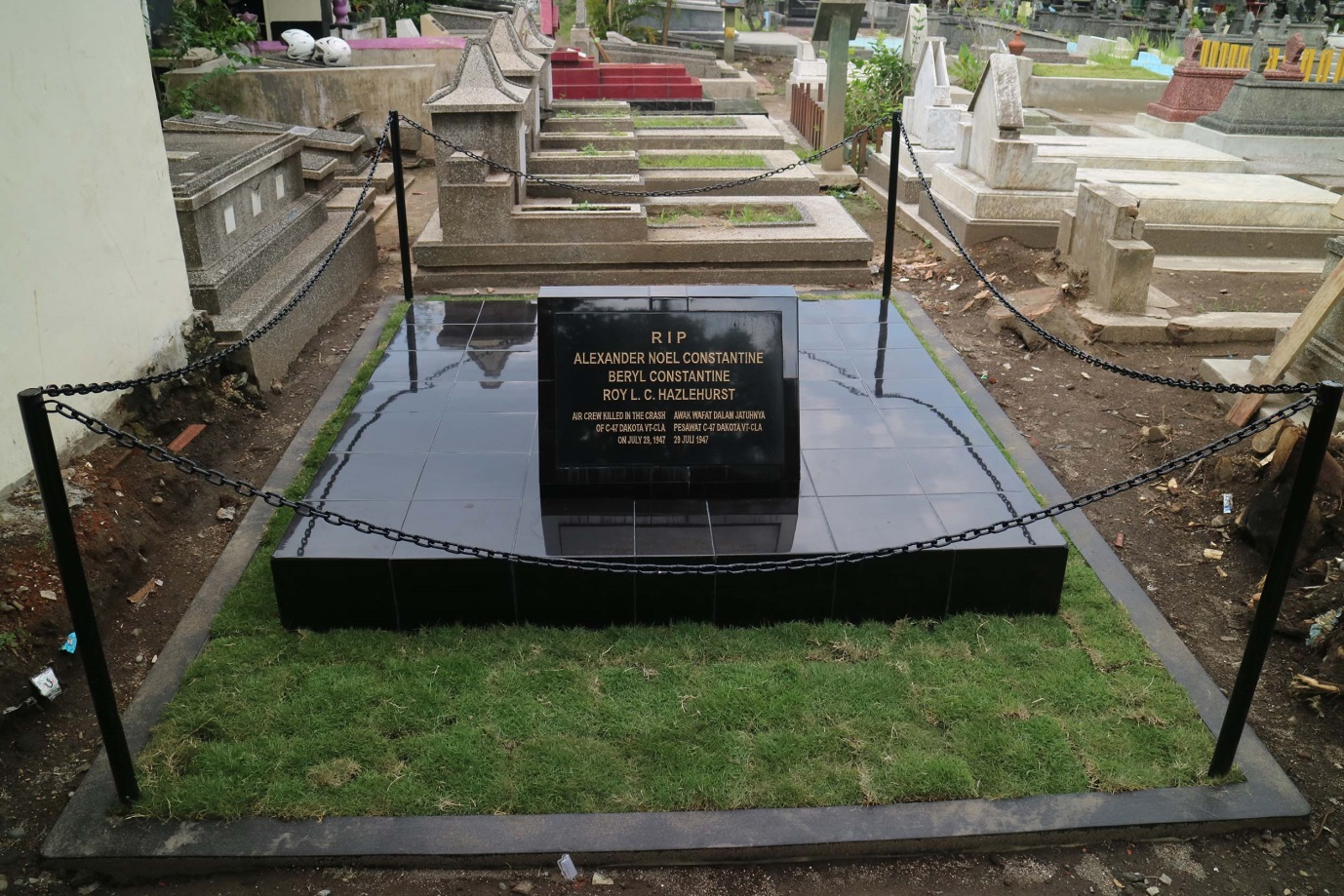 rehabilitated-grave-at-kerkof-cemetery-in-jogjakarta-august-2016