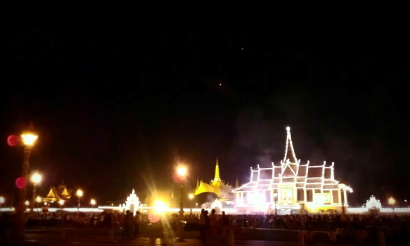 the-palace-and-mourners-at-night
