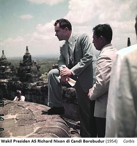 Nixn-in-Borobudur-Jan-1954