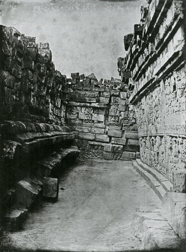 Schaeffer, Adolph - Borobudur, view of part of the first gallery b4 restoration, 1845